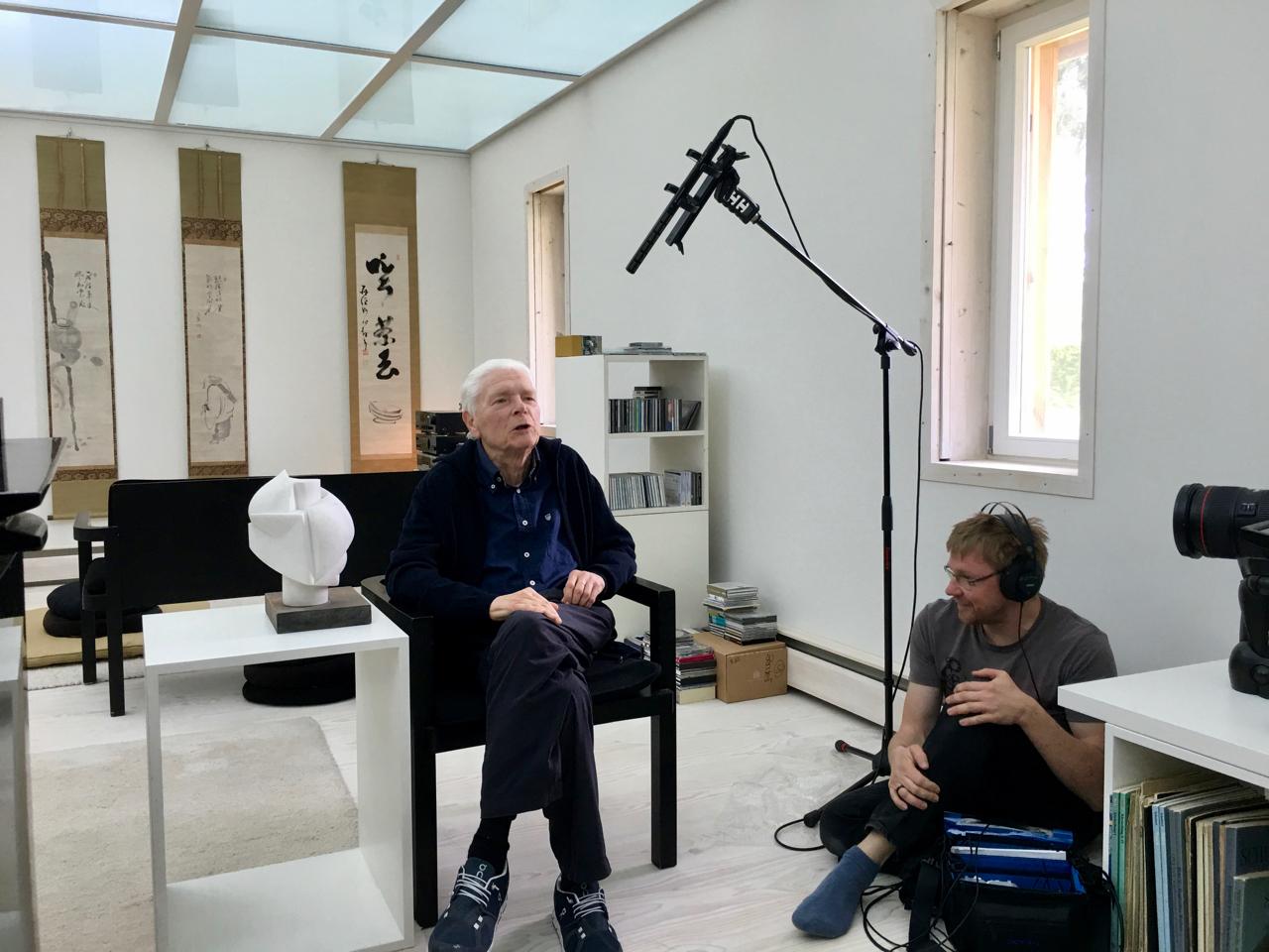 Hans Zender in seinem Studio