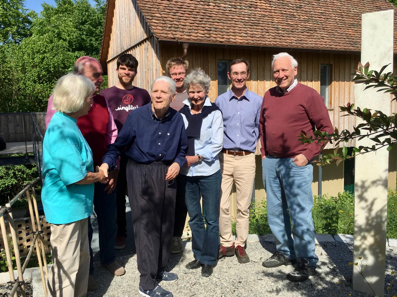 Das Filmteam mit dem Ehepaar Hans und Gertrud Zender